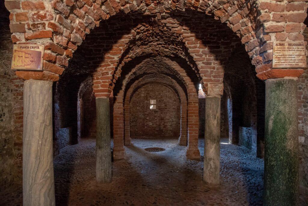 Breme - Cripta della chiesa abbaziale di San Pietro
